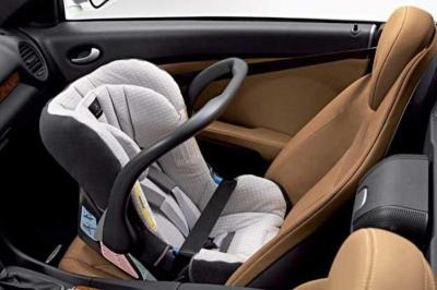 Bezpieczne wakacje z dzieckiem w samochodzie